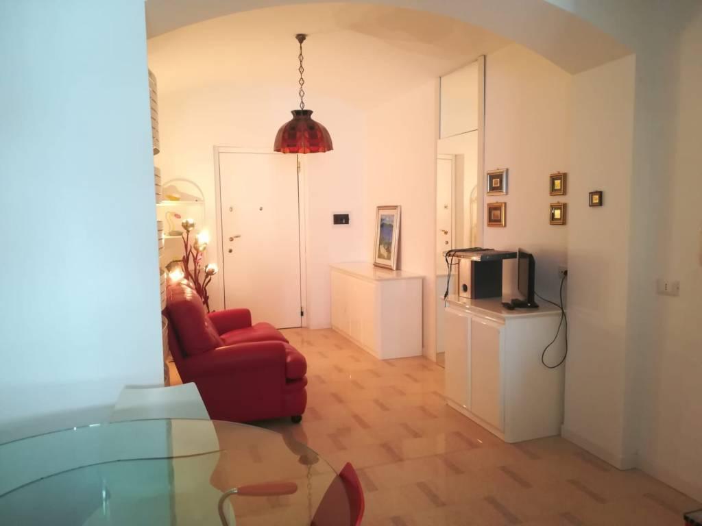 Appartamento in ottime condizioni arredato in affitto Rif. 7593734