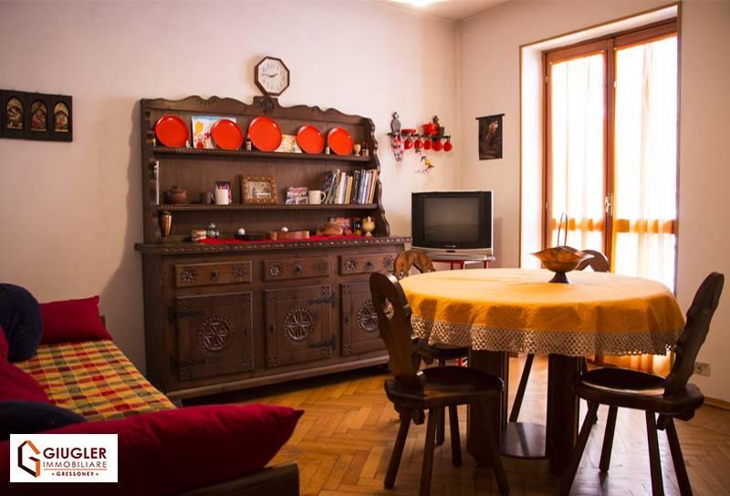 Appartamento in buone condizioni arredato in vendita Rif. 7600572