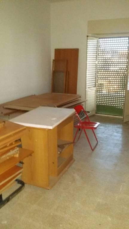 centro nettuno vuoto con cucina 2 camere