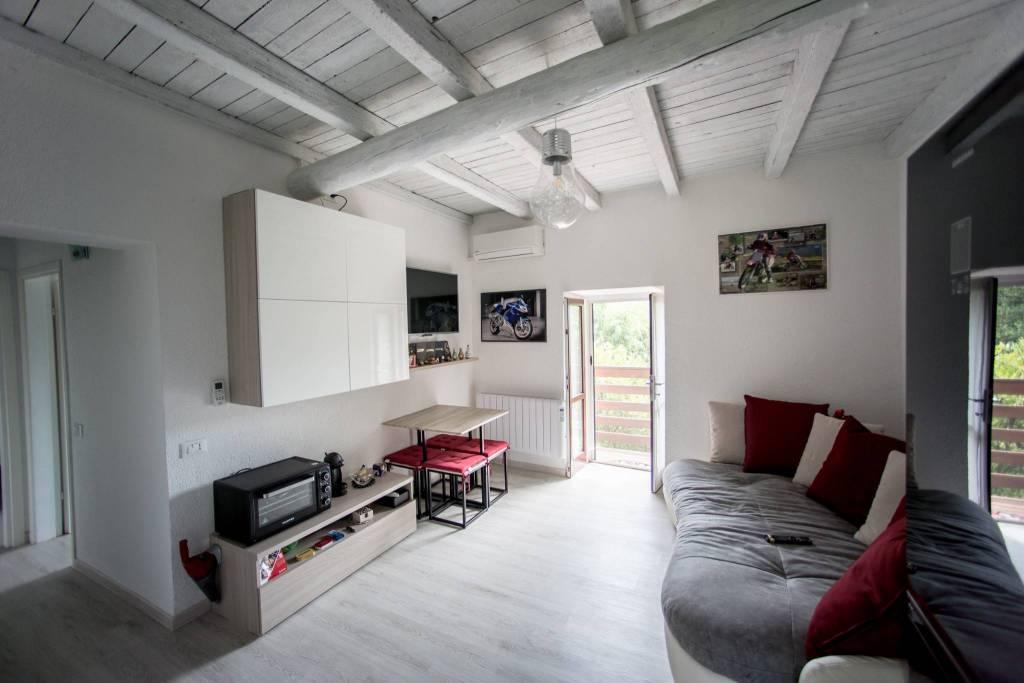Appartamento in buone condizioni arredato in vendita Rif. 8269210