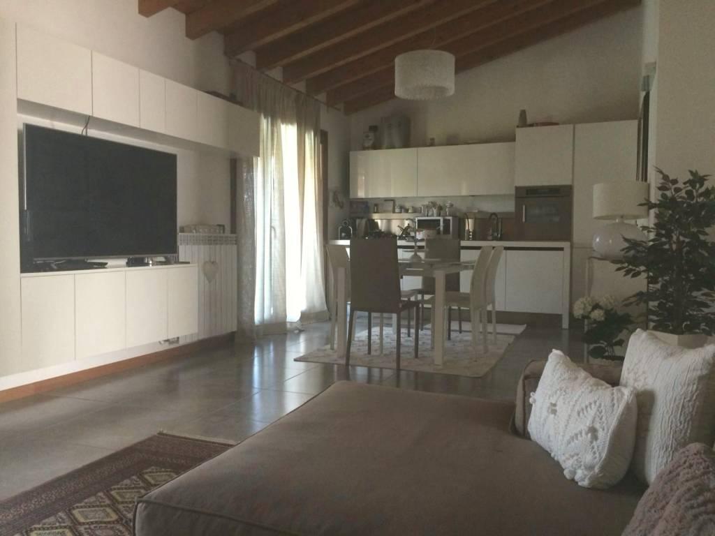 Appartamento in ottime condizioni parzialmente arredato in vendita Rif. 7603264