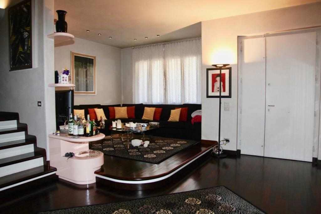 Villetta a schiera in ottime condizioni arredato in vendita Rif. 7605491
