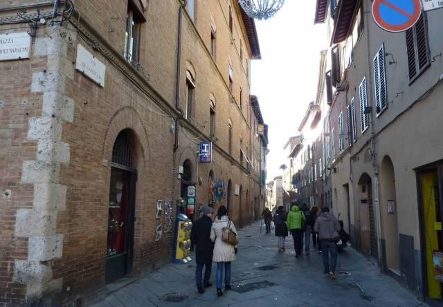 Fondo commerciale fronte strada in via Camollia. Rif. 6059436