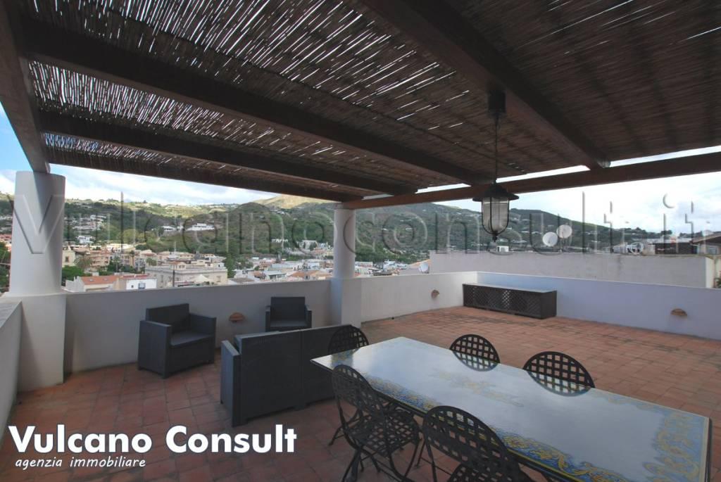 Appartamento in buone condizioni parzialmente arredato in vendita Rif. 8078500