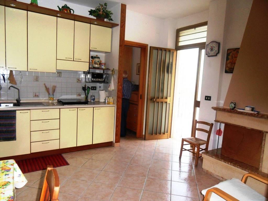 Appartamento in buone condizioni parzialmente arredato in vendita Rif. 7608411