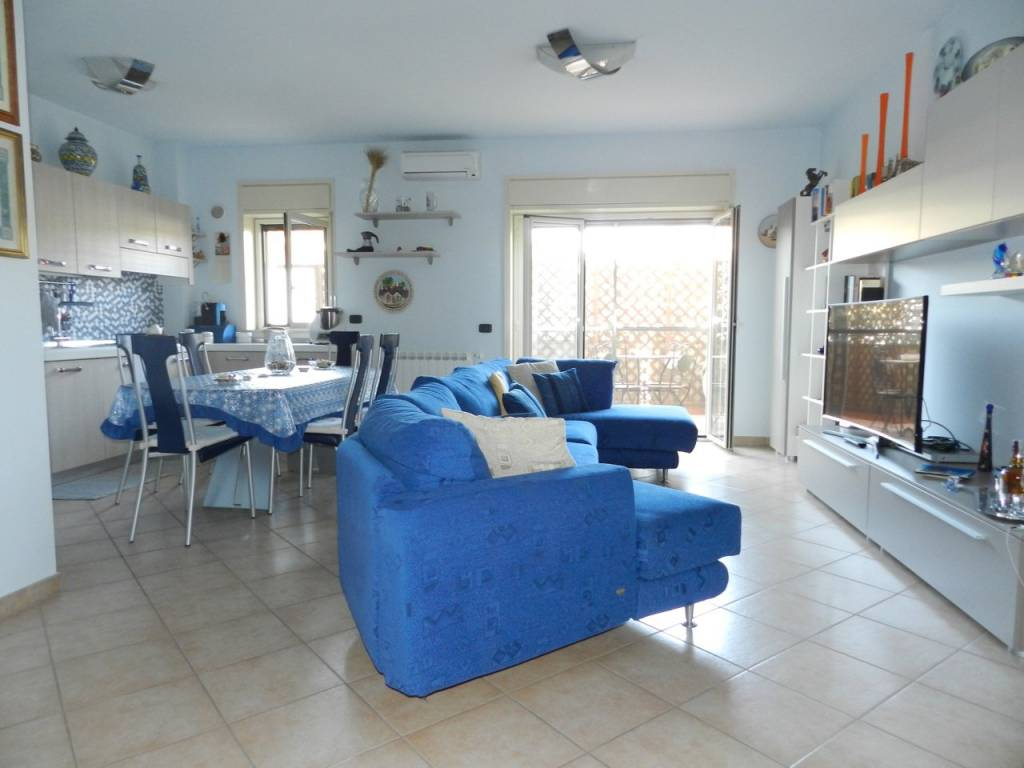 Appartamento in ottime condizioni in vendita Rif. 7611182