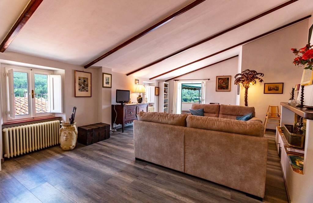 Appartamento in buone condizioni parzialmente arredato in vendita Rif. 8442587