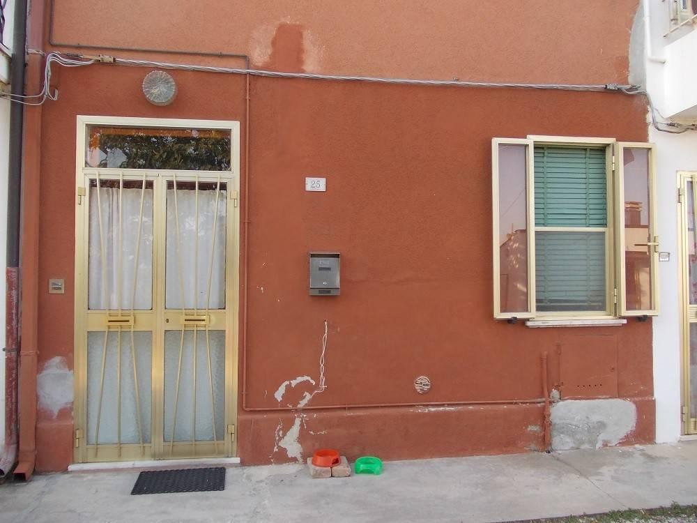 Appartamento da ristrutturare parzialmente arredato in vendita Rif. 9255988
