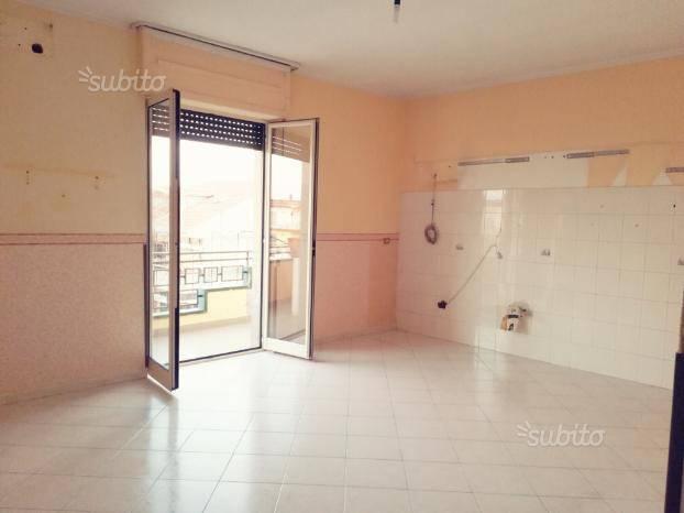 Appartamento in buone condizioni in affitto Rif. 7611869