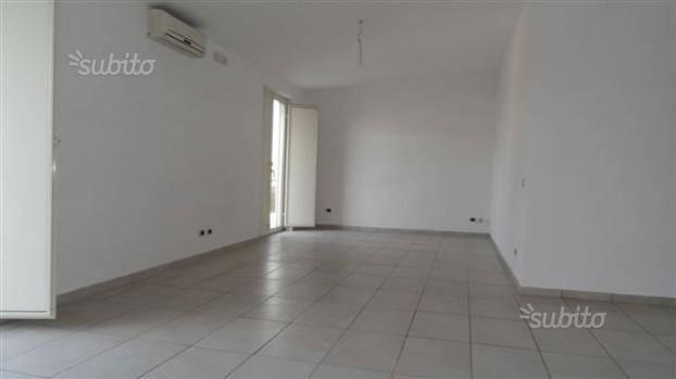Appartamento in buone condizioni in affitto Rif. 7611870