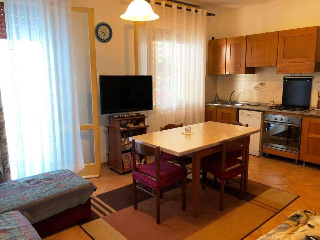 Appartamento in buone condizioni in vendita Rif. 7619530