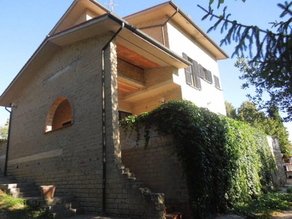 Villa in Vendita a Monteleone D'Orvieto Centro: 5 locali, 400 mq