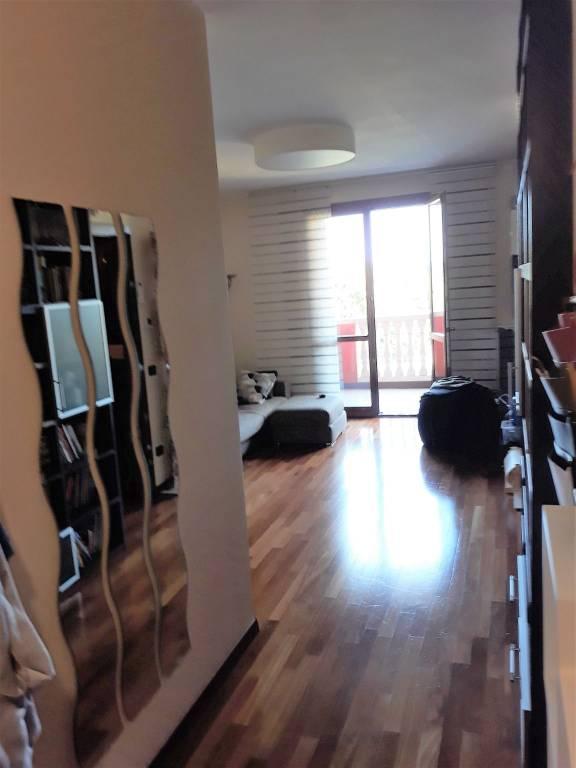Appartamento in ottime condizioni in vendita Rif. 7591829