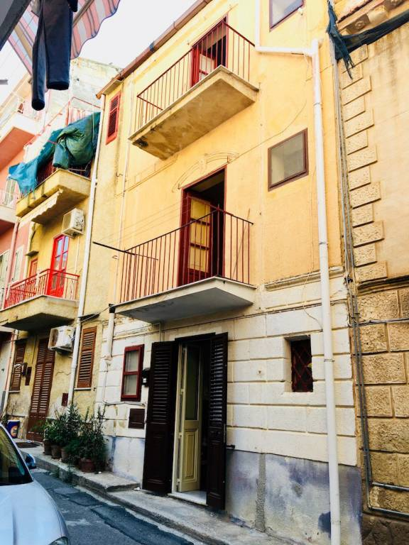 Appartamento da ristrutturare in vendita Rif. 7618891