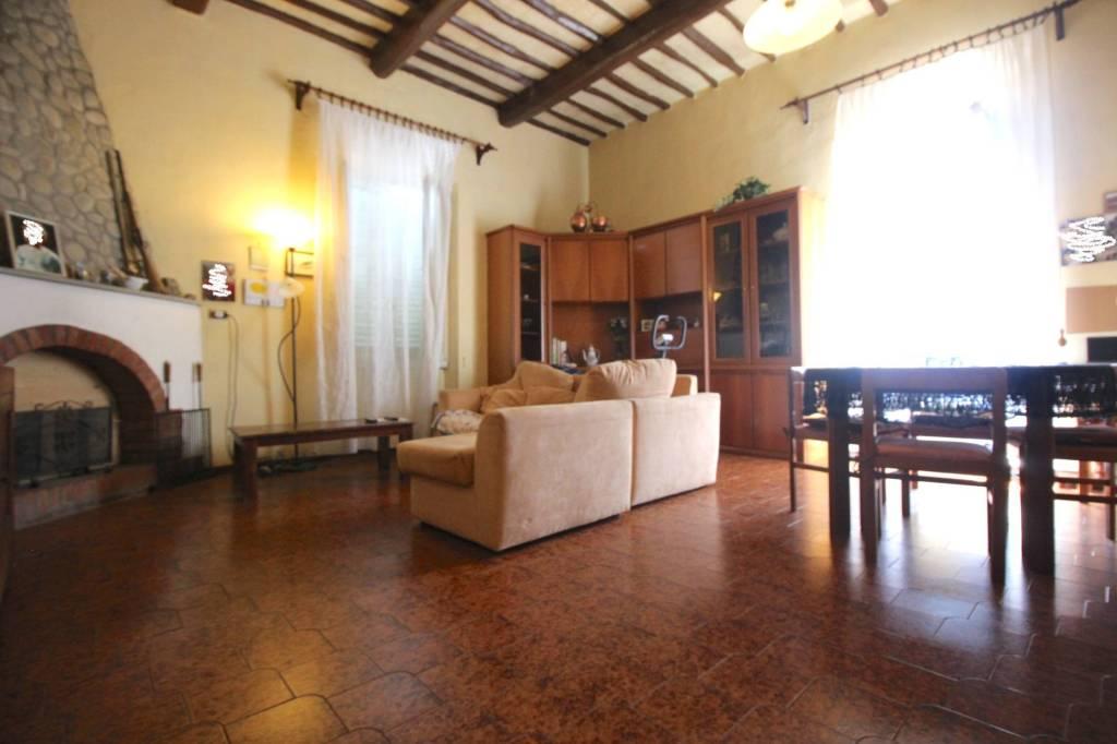 Appartamento quadrilocale in vendita a Pescia (PT)