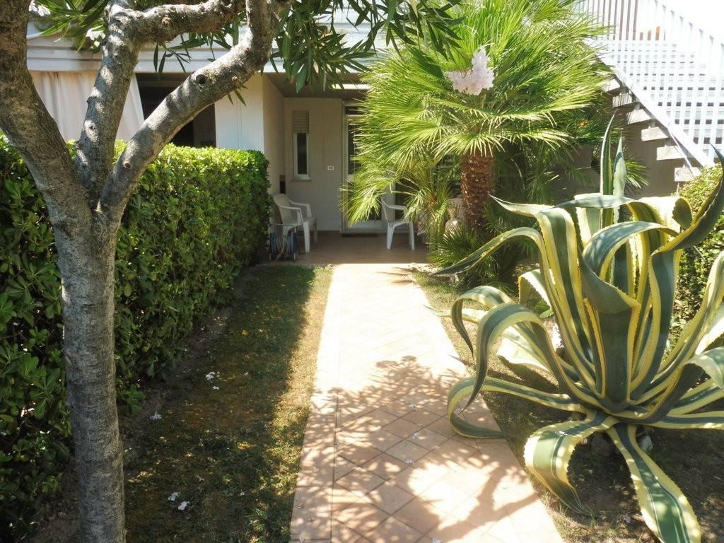 Appartamento in buone condizioni arredato in vendita Rif. 7618967