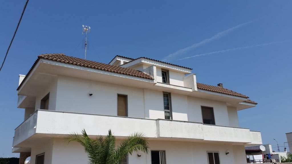 Appartamento in buone condizioni in vendita Rif. 7630354