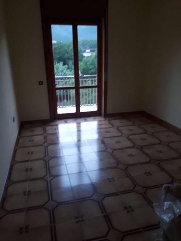 Appartamento in buone condizioni parzialmente arredato in affitto Rif. 7631378