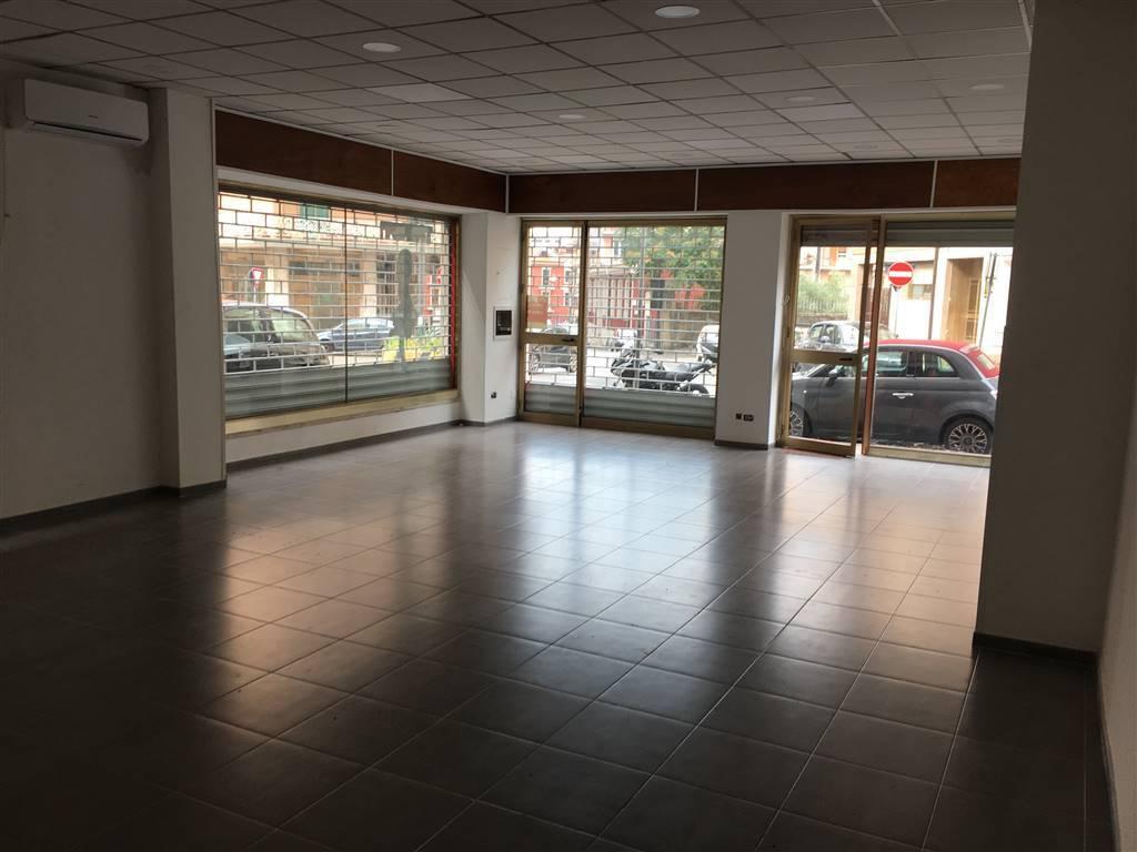 Locale commerciale ad angolo via Partenio, Avellino Rif. 7632029