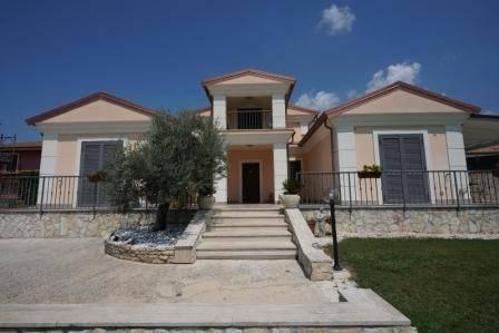 Villa 5 locali in vendita a Cervaro (FR)
