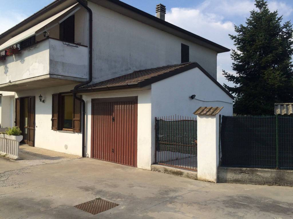 Appartamento in buone condizioni parzialmente arredato in vendita Rif. 7632133
