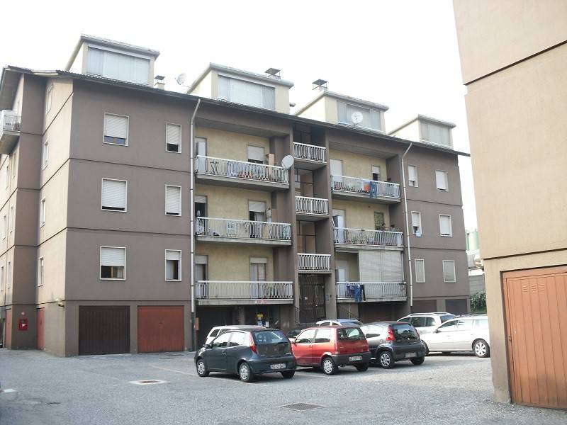 Appartamento in buone condizioni in affitto Rif. 7632143