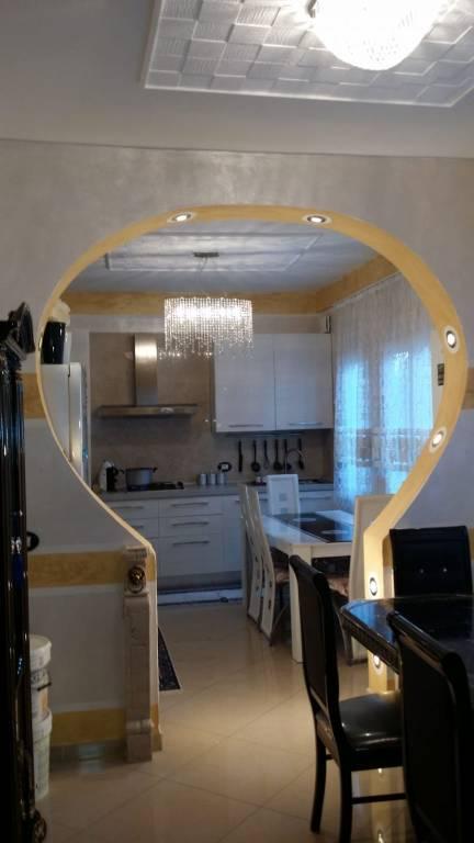 Appartamento parzialmente arredato in vendita Rif. 7632315