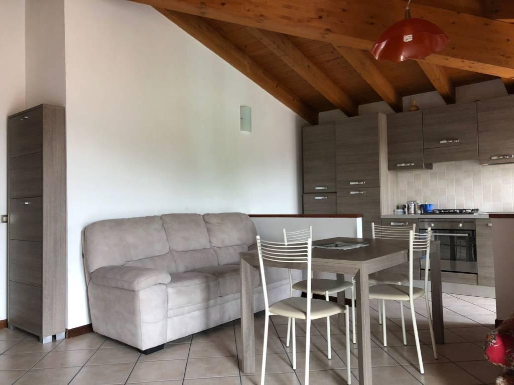Appartamento in ottime condizioni arredato in affitto Rif. 7632033