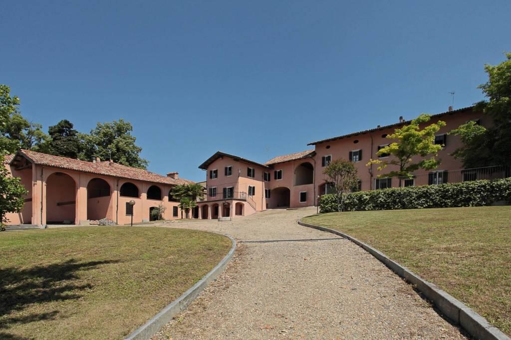 Palazzo / Stabile in Vendita a Alfiano Natta