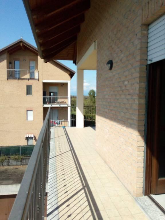 Appartamento in ottime condizioni in affitto Rif. 7631563