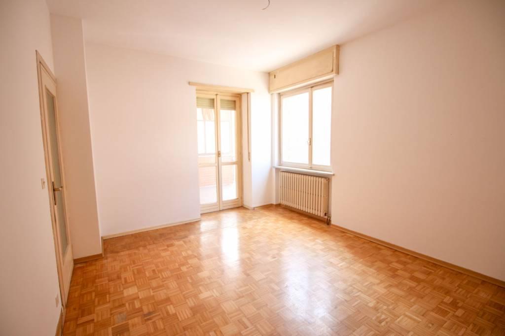 Appartamento da ristrutturare in vendita Rif. 7644201