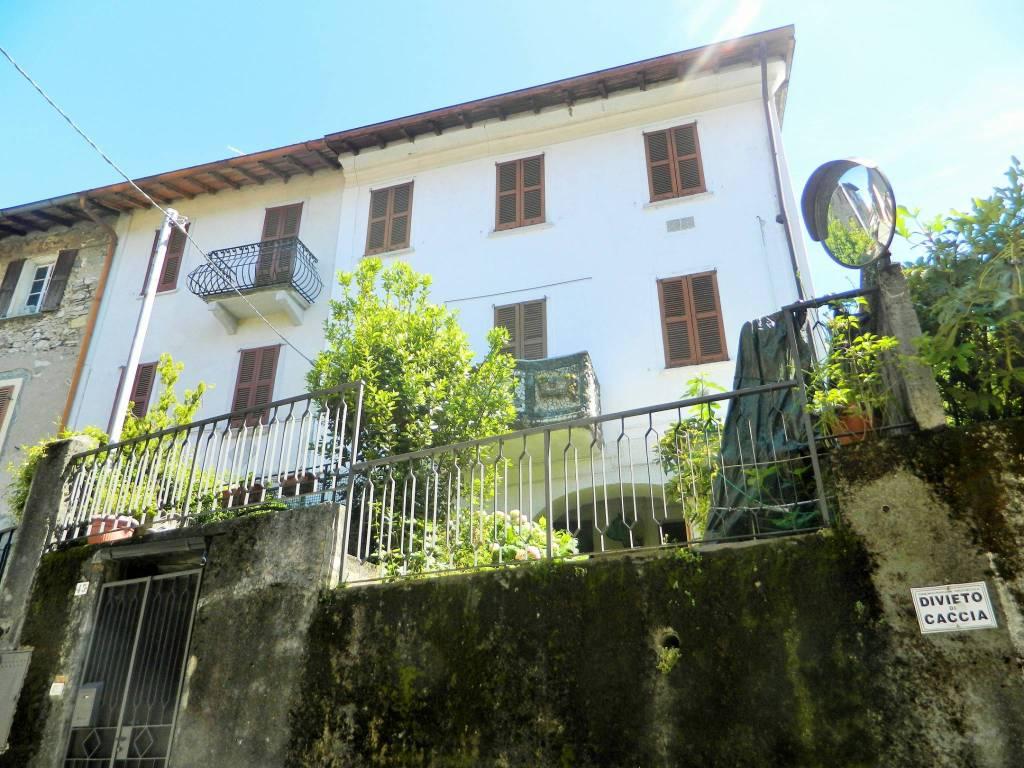 Appartamento in buone condizioni parzialmente arredato in vendita Rif. 7643522
