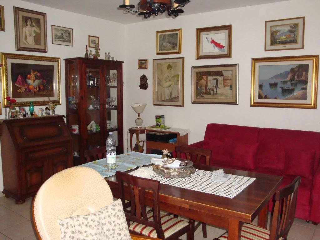 Appartamento in ottime condizioni in vendita Rif. 7642996