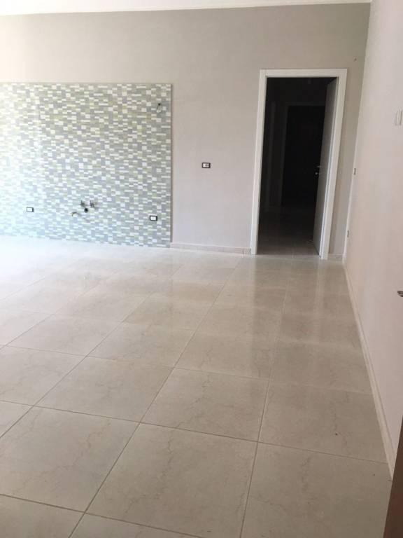 Appartamento in ottime condizioni in affitto Rif. 7644145
