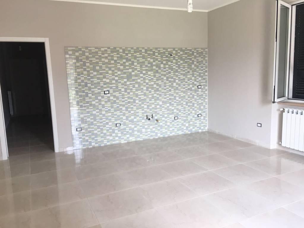 Appartamento in ottime condizioni in affitto Rif. 7644146