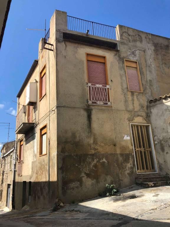 Stabile / Palazzo in buone condizioni in vendita Rif. 8719899