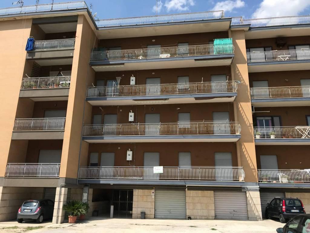 Appartamento in buone condizioni in vendita Rif. 9227621