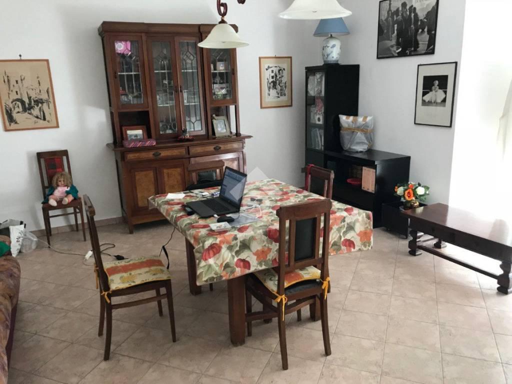 Appartamento in buone condizioni in vendita Rif. 9227622