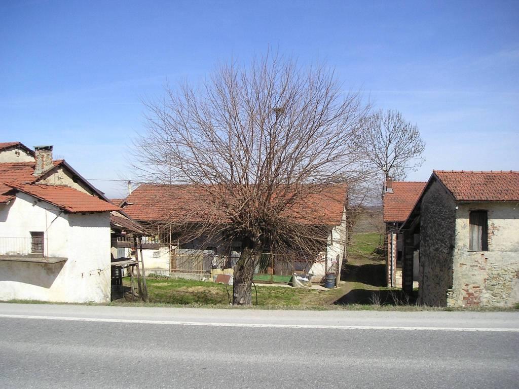 Rustico / Casale da ristrutturare in vendita Rif. 7643298