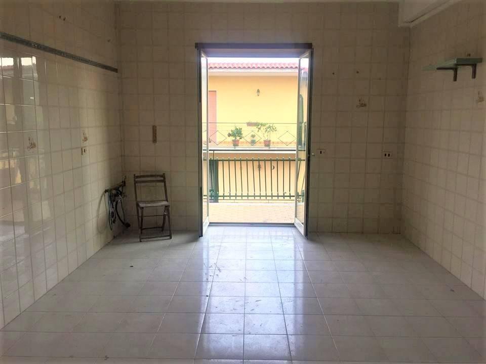 Appartamento in buone condizioni in affitto Rif. 7644147