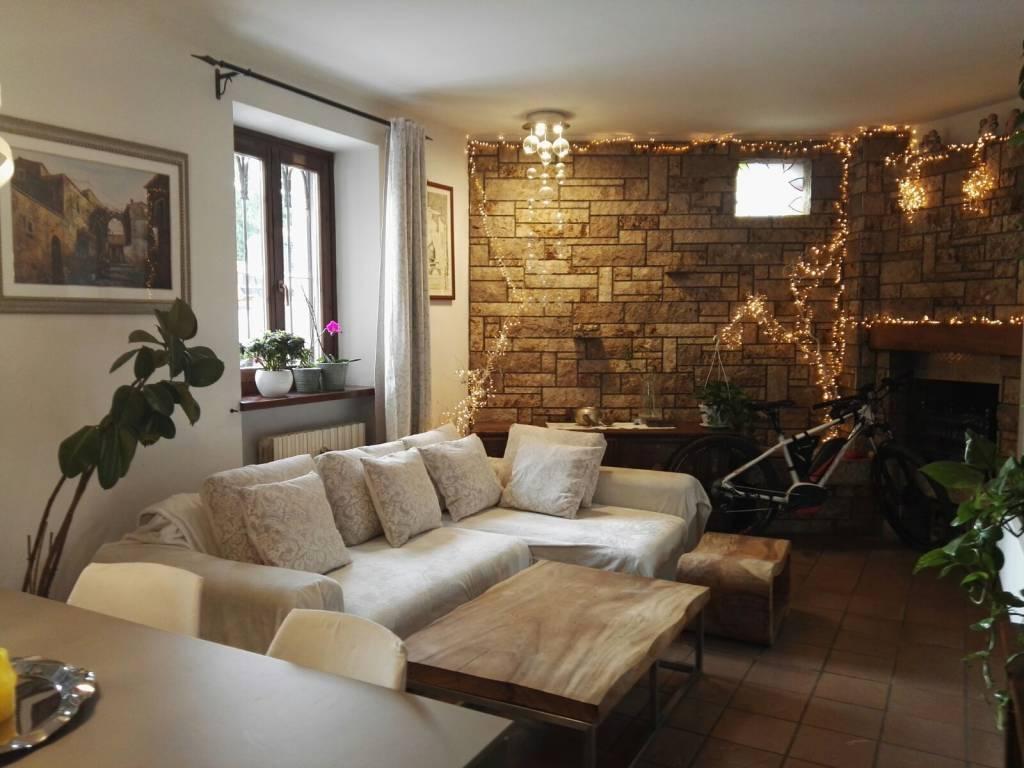 Appartamento in buone condizioni in vendita Rif. 7126507