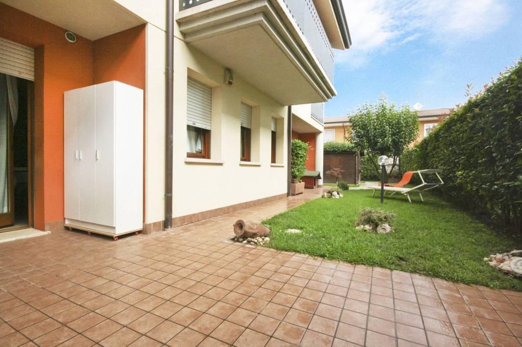 Appartamento in buone condizioni in vendita Rif. 7654593