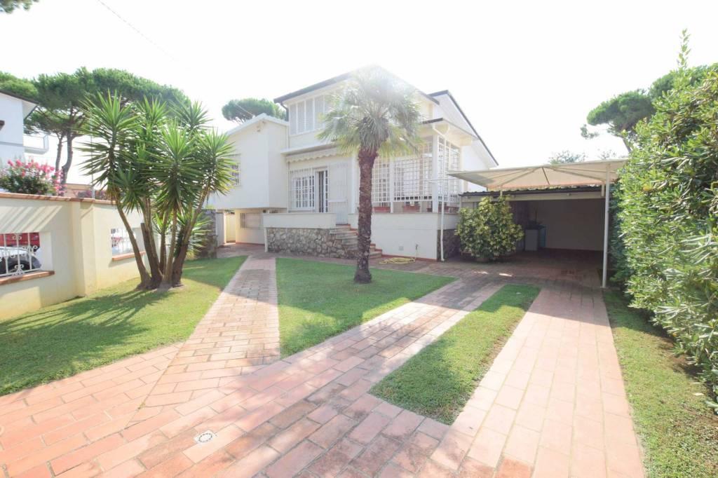 Villa in buone condizioni parzialmente arredato in vendita Rif. 7653964