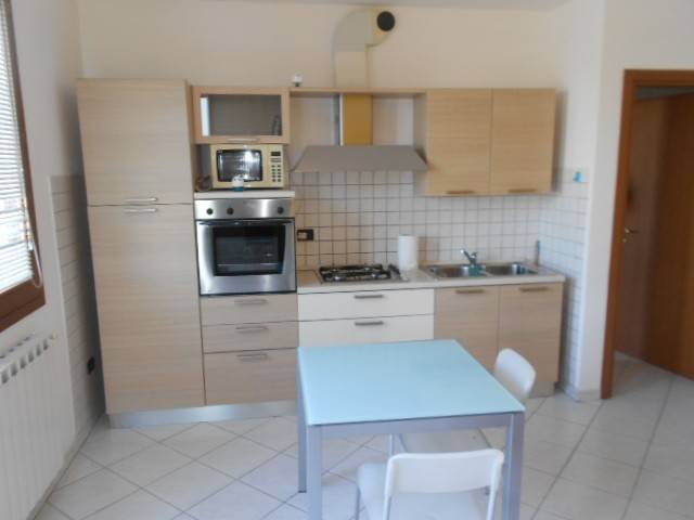 Appartamento in buone condizioni arredato in affitto Rif. 7654024
