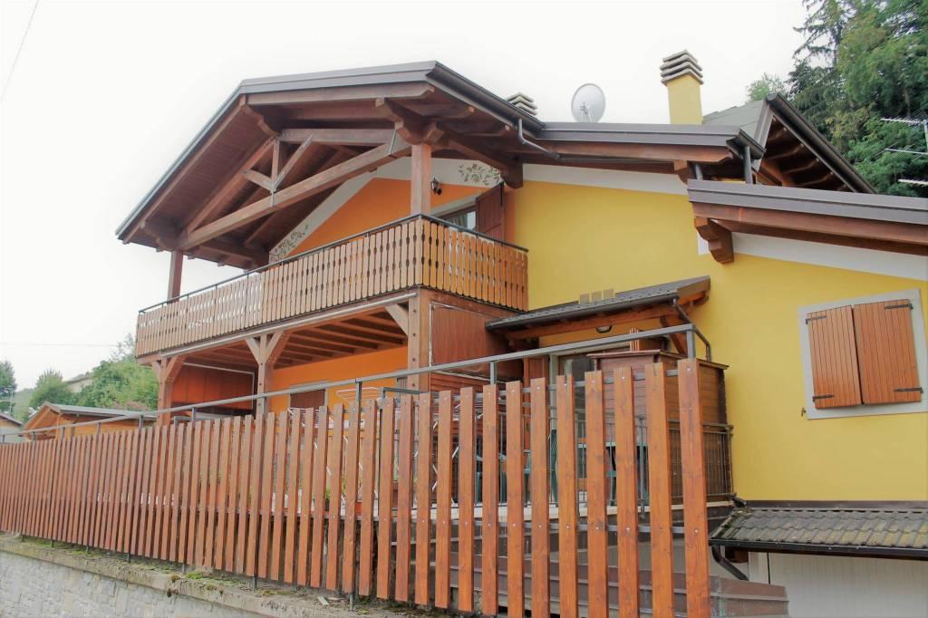 Foto 1 di Appartamento via Provinciale Ovest 6, frazione Acquaria, Montecreto