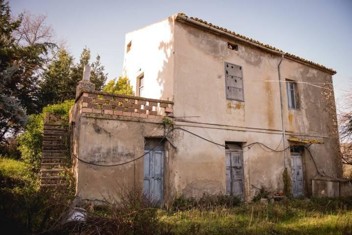 Rustico / Casale da ristrutturare in vendita Rif. 7654825