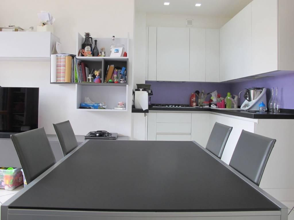 Appartamento in ottime condizioni arredato in vendita Rif. 7662579