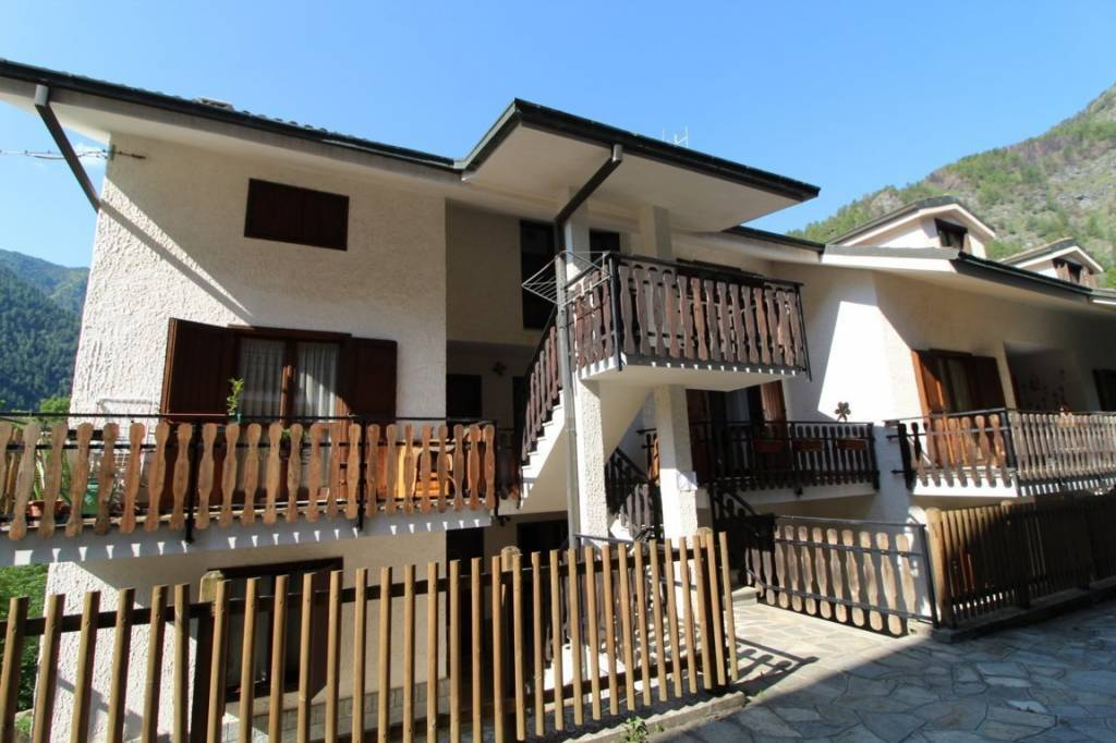 Appartamento in buone condizioni in vendita Rif. 7663384