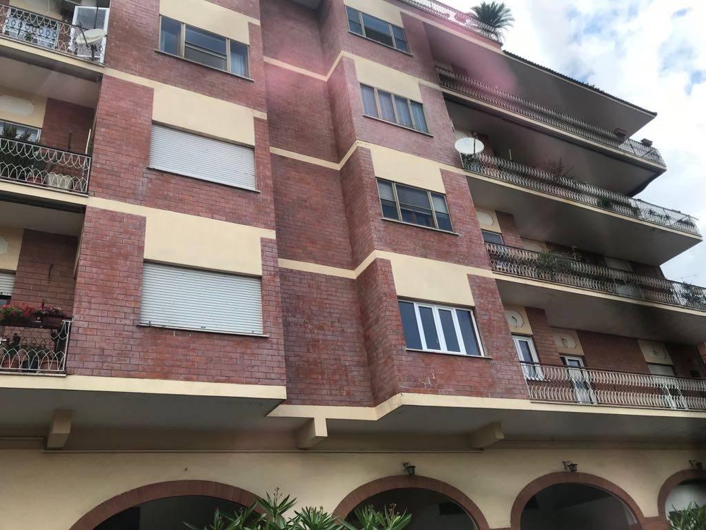 Appartamento in buone condizioni arredato in affitto Rif. 7662588