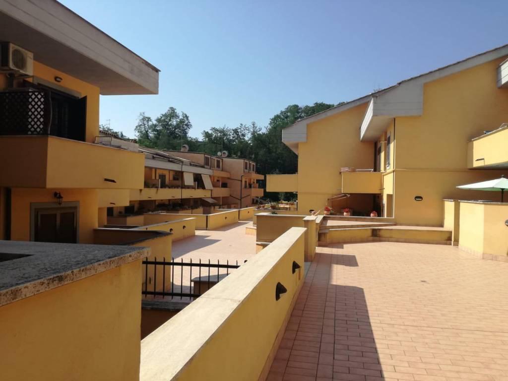 Appartamento in buone condizioni in vendita Rif. 7663454